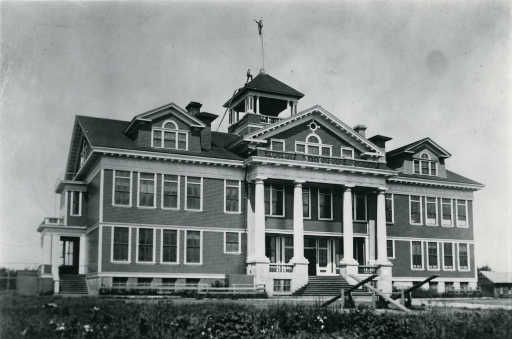 Ocean Crest School was built to replace this building, which burned in 1936