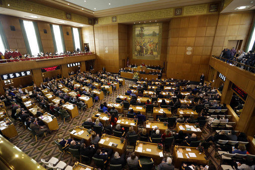 Oregon lawmakers, lobbyists get sexual harassment training