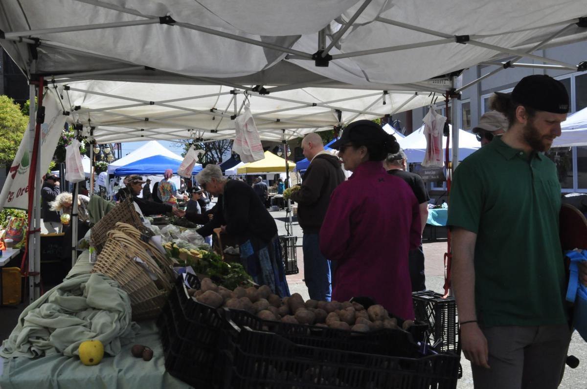 First downtown farmers market of the season