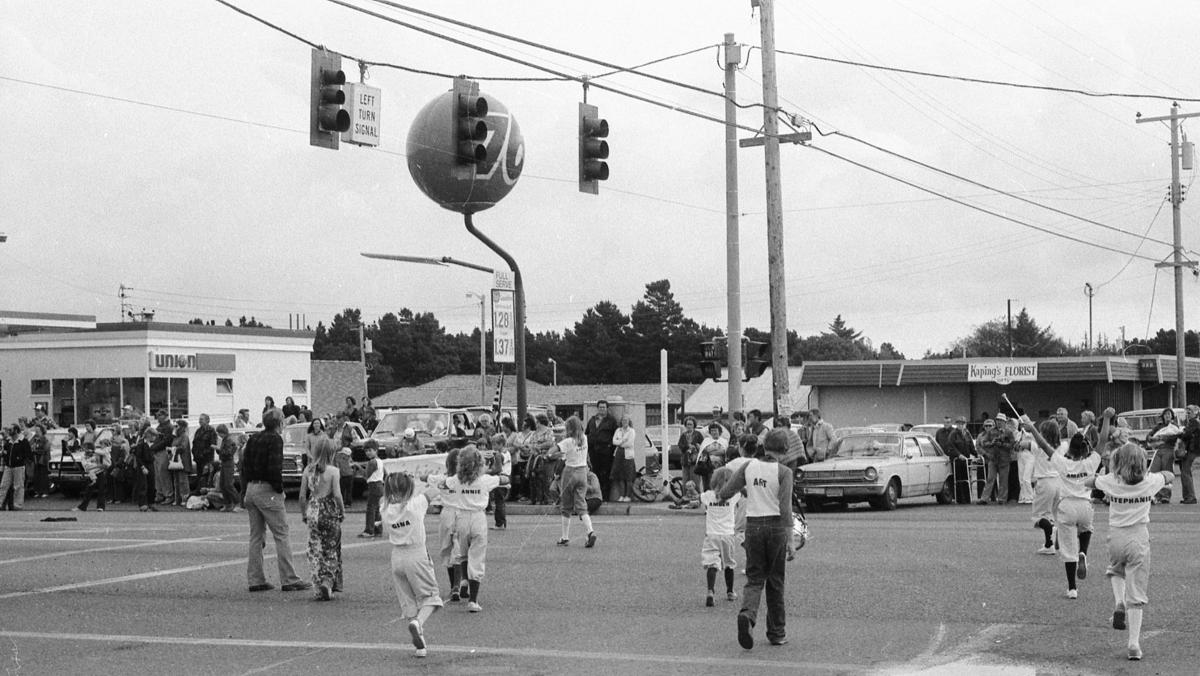 1982 Cranberry Festival Parade - intersection of Highway 101 and 11th St.