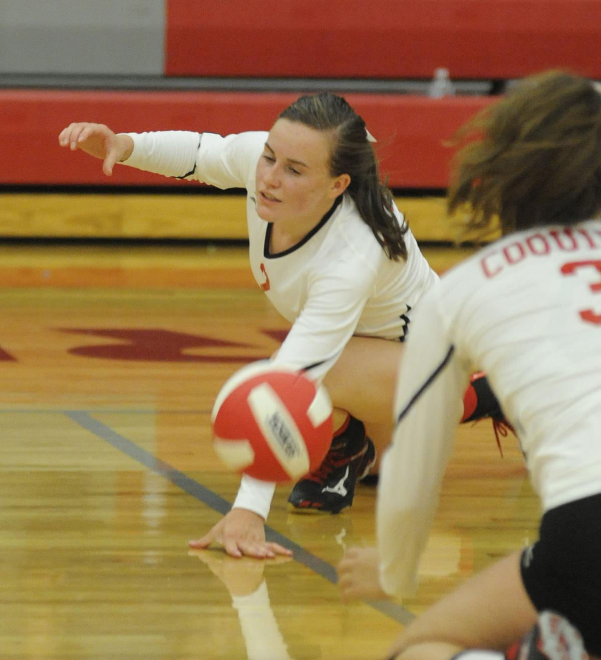 Coquille volleyball falls to Cascade Christian