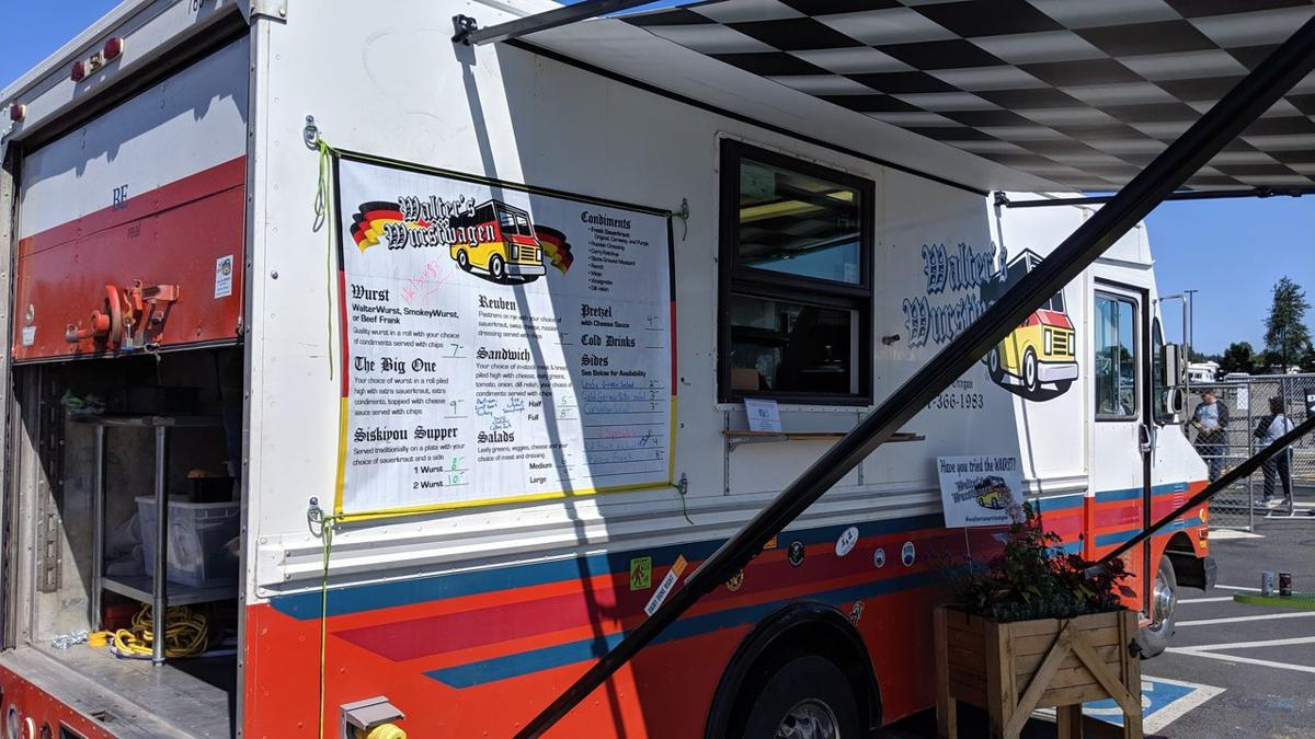 North Bend, OR City Council reduces costs for food truck vendors