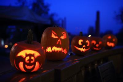 489723768 jack o lanterns pumpkins