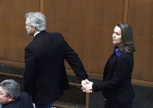 Oregon ethics watchdog agrees Kitzhaber fiance violated law