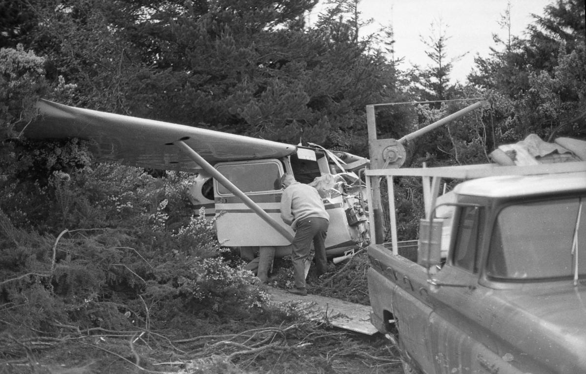 Plane crash at airport, April 1972