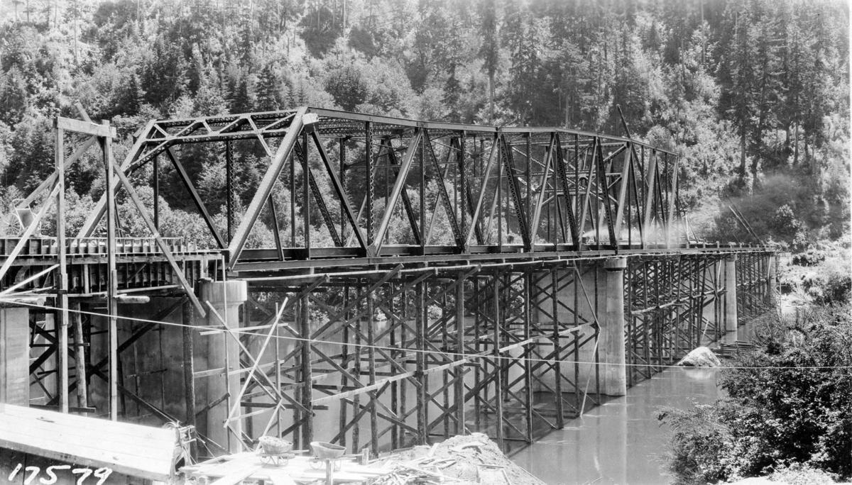 Early Construction of the Scottsburg Bridge