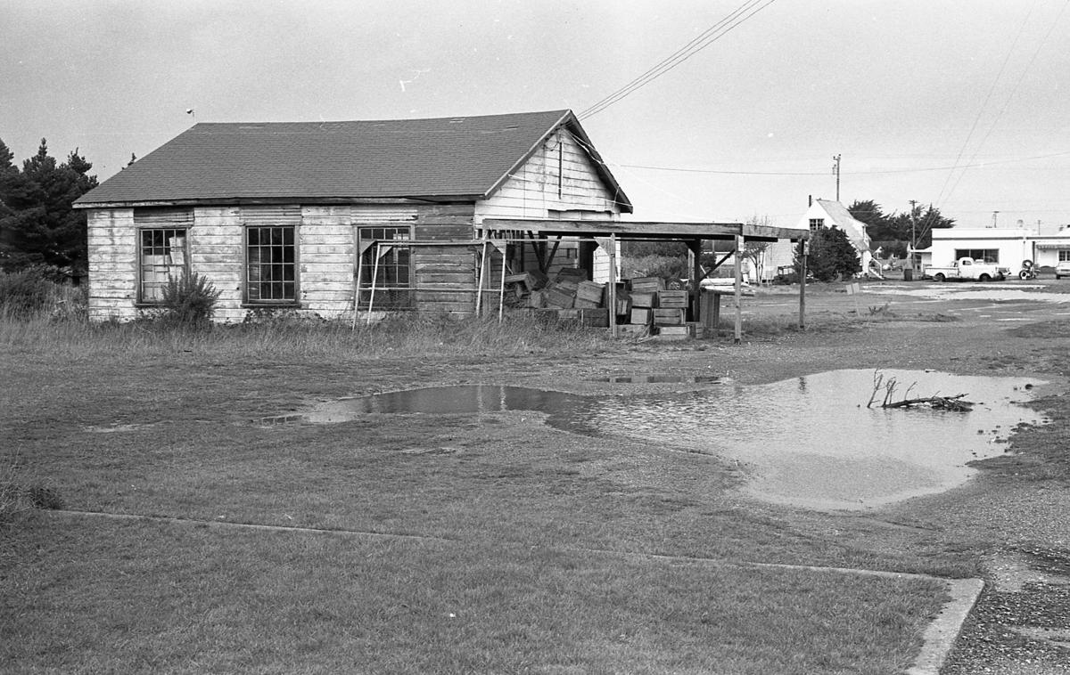 House at south entrance to town, at right is now Bank of America, March 1966