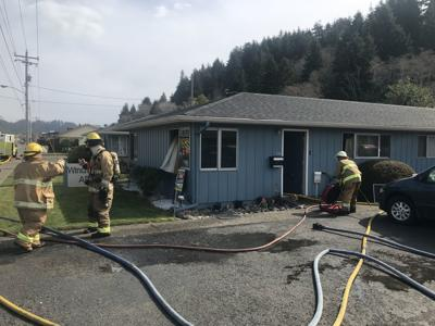 Apartment catches fire in Reedsport