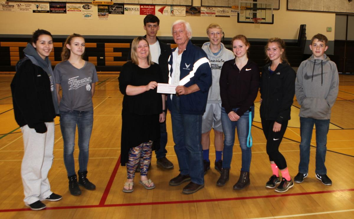 Students donate to Veterans Memorial fund