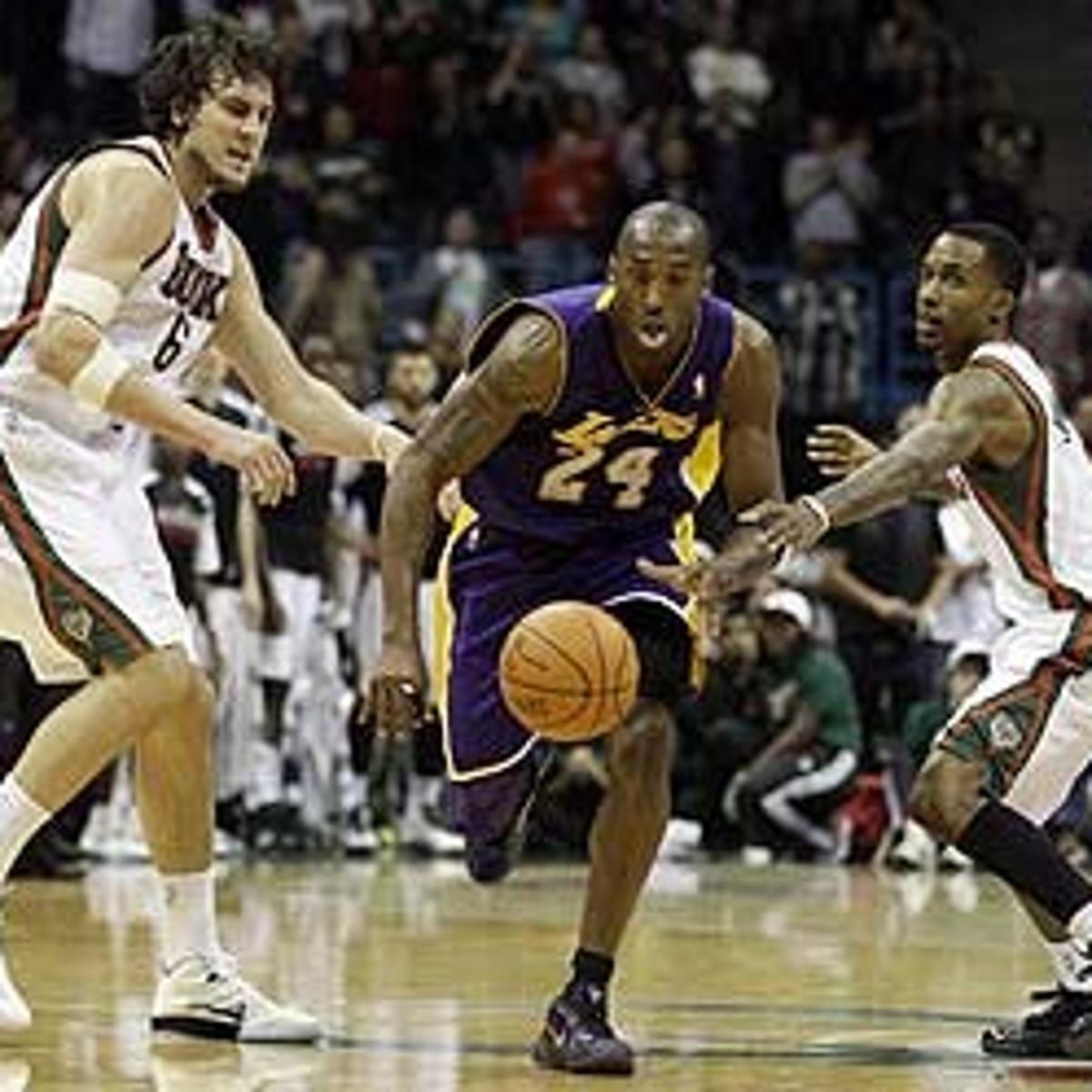 c346c3f882e NBA  Bryant sparks Lakers to beat Bucks