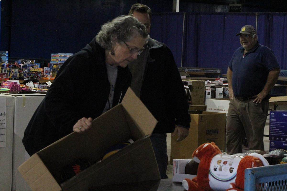 Toys For Tots Pickup : Toys for tots volunteers prepare pickup news