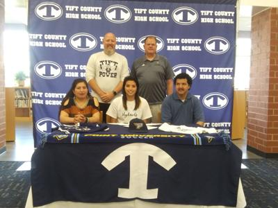Osorio signs to play soccer with Skyhawks