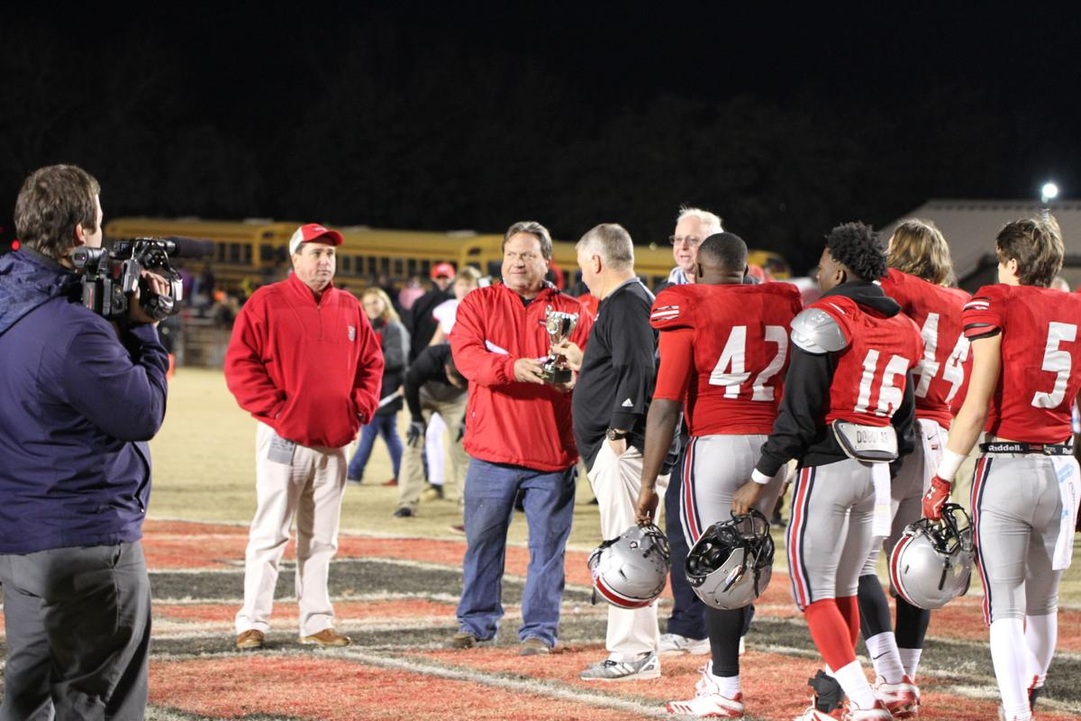 Clinch defeats Irwin for state title, 21-12
