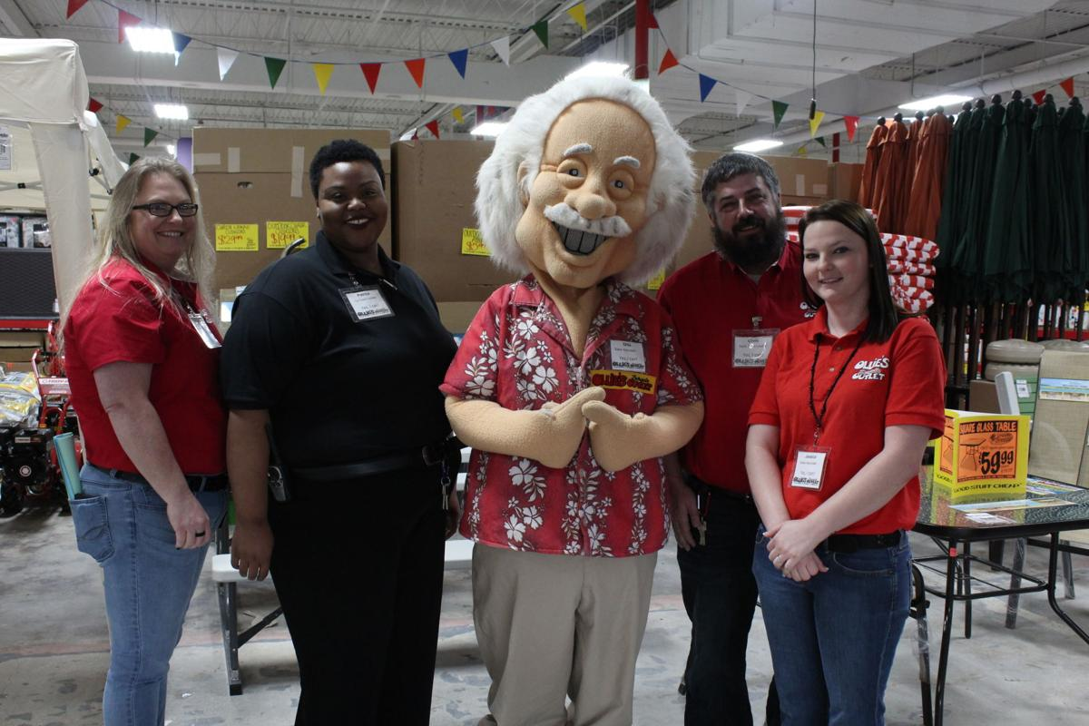 Cool Ollies Bargain Outlet Holds Grand Opening In Tifton News Dailytribune Chair Design For Home Dailytribuneorg