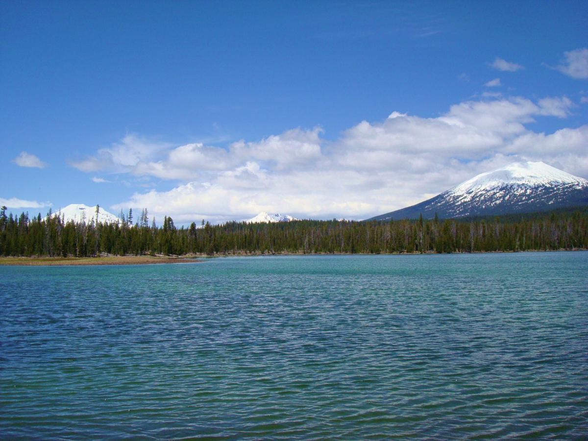 Lava_Lake_(Oregon).jpg