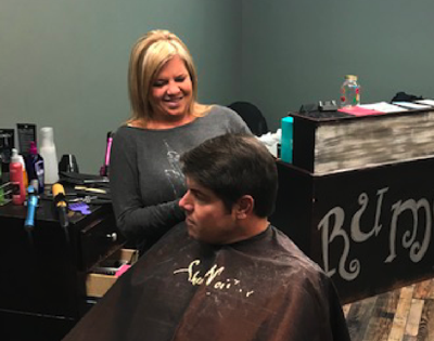 Rumors salon welcomes cosmetologists to apply