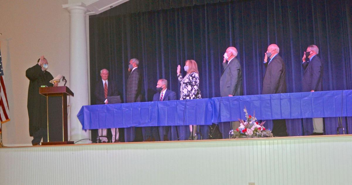 New Fort Payne mayor, council sworn into office