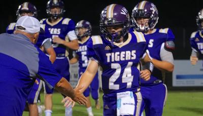 Offenses soar as Tigers top Trojans