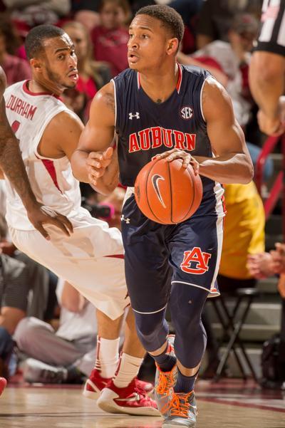 Hot-shooting Auburn wins at Arkansas