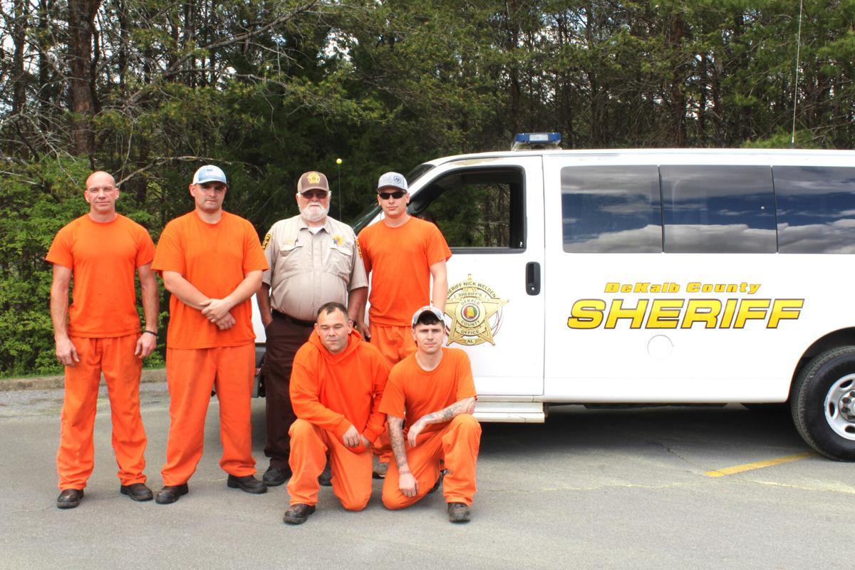 DeKalb inmates work to keep roads clean