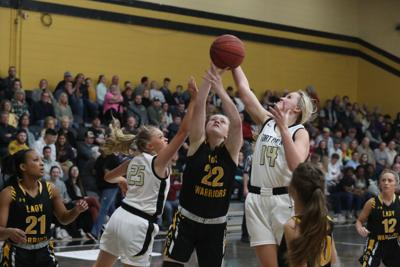 Wildcats use transition game to beat Warriors