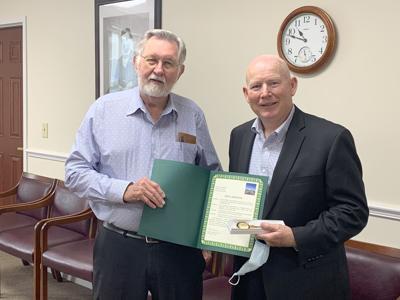 Mayor awards key to the city, honorary citizenship