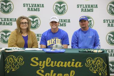 Rams' Holcomb signs with Mars Hill