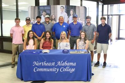 Fox, Gibson sign with NACC's inaugural golf teams