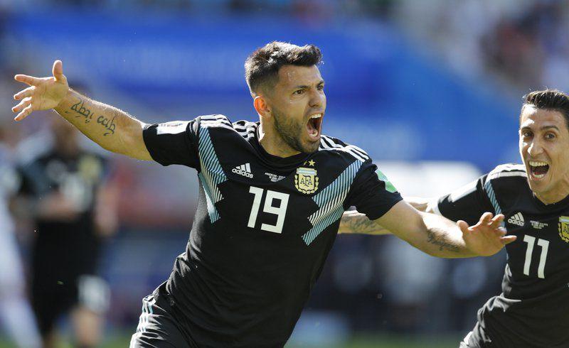 Messi misses penalty b11922c234dae
