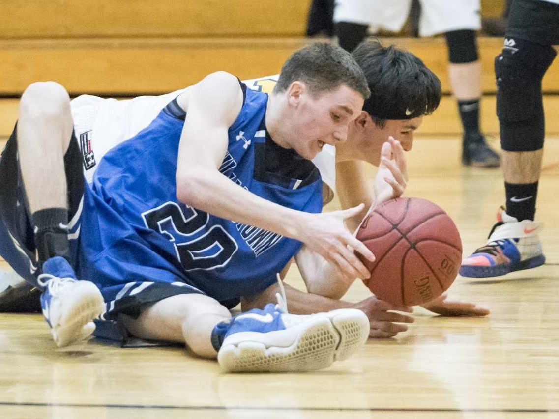 Roundup: Williamstown hammers Harwood, 61-40