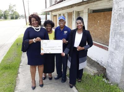 Armster family donates $2,000 to Imperial Hotel project