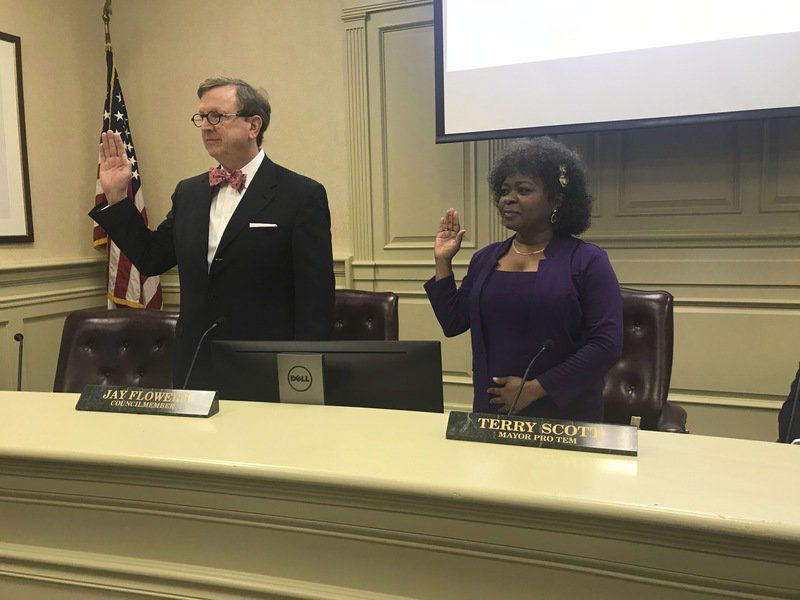 Hobbs re-elected mayor, Warren seated on city council
