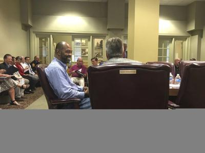Hobbs returns to mayoral position