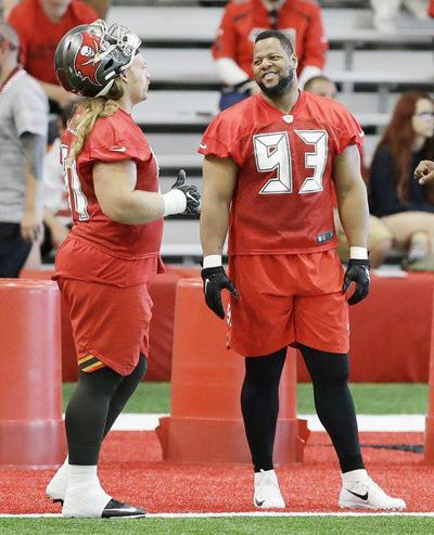 Suh gets into first practice with Bucs