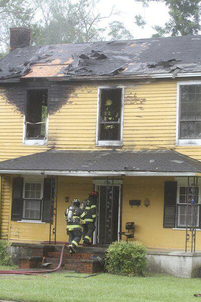 Residents escape from burning house