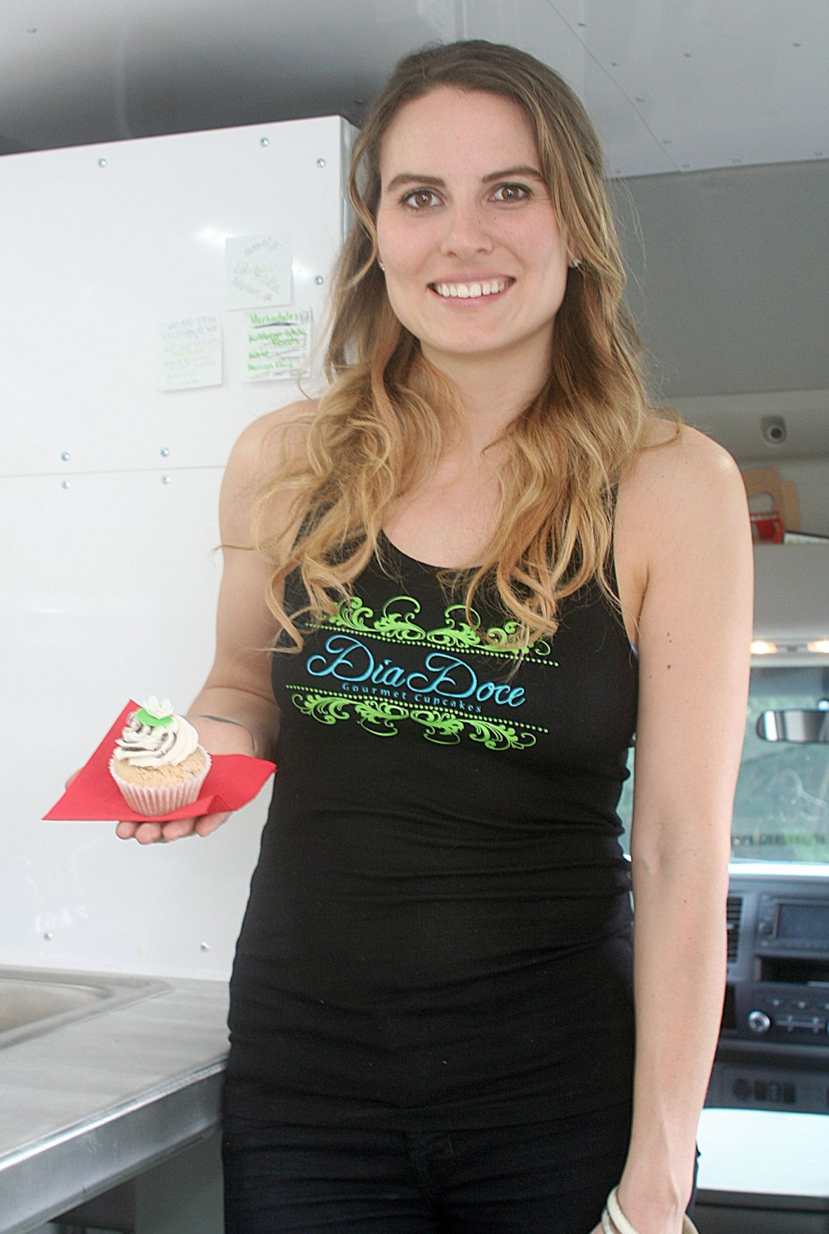 South Coventry woman wins 'Cupcake Wars'