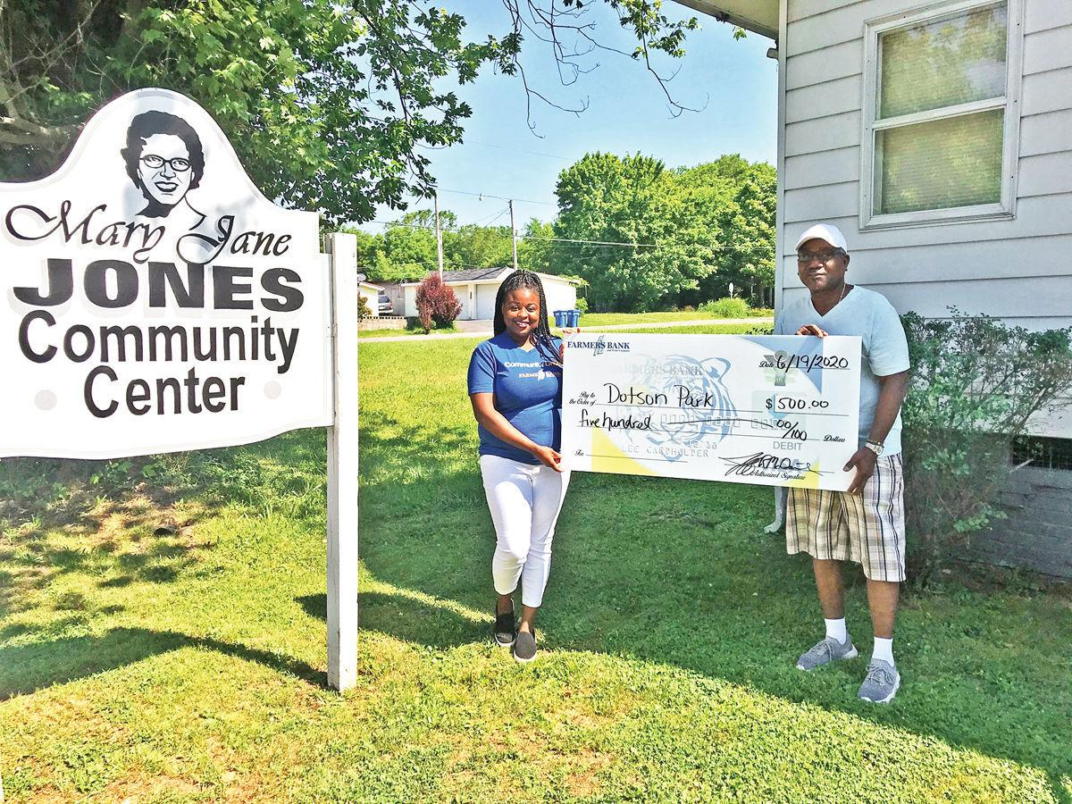 Farmers Bank donates to Dotson Park