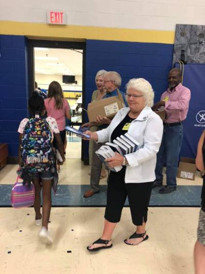 Rotary Club gives dictionaries to students