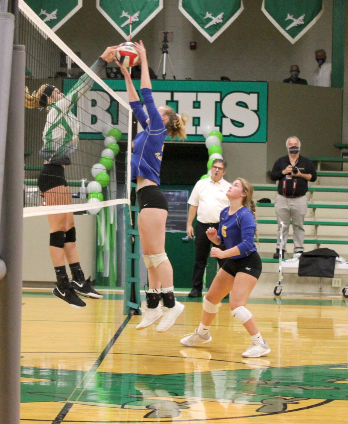 Volleyball falls in long fifth set of All A semistate