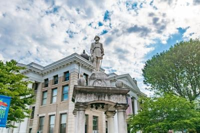 Murray asks Calloway to remove Lee statue