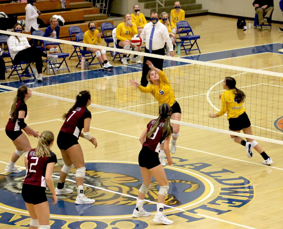 Volleyball wins first-round match of Second Region Tournament