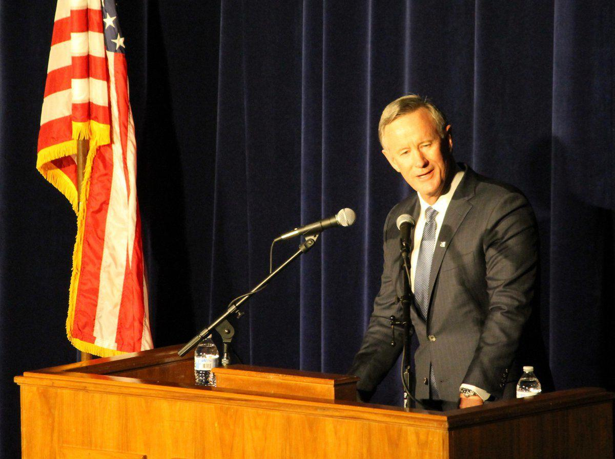Admiral McRaven grips Murray State