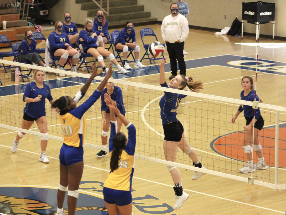 Volleyball ends regular season with two wins on Saturday