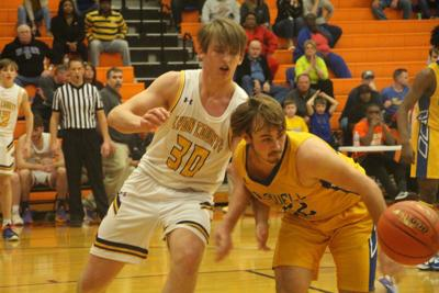 Lyons hold off Tigers, Riley's 29 in region tourney opener