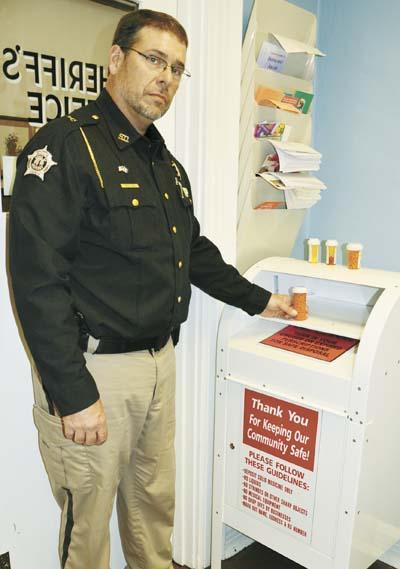 Safe disposal: Sheriff hosts prescription drug drop box | News