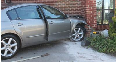 Car crashes into Appomattox Post Office structure