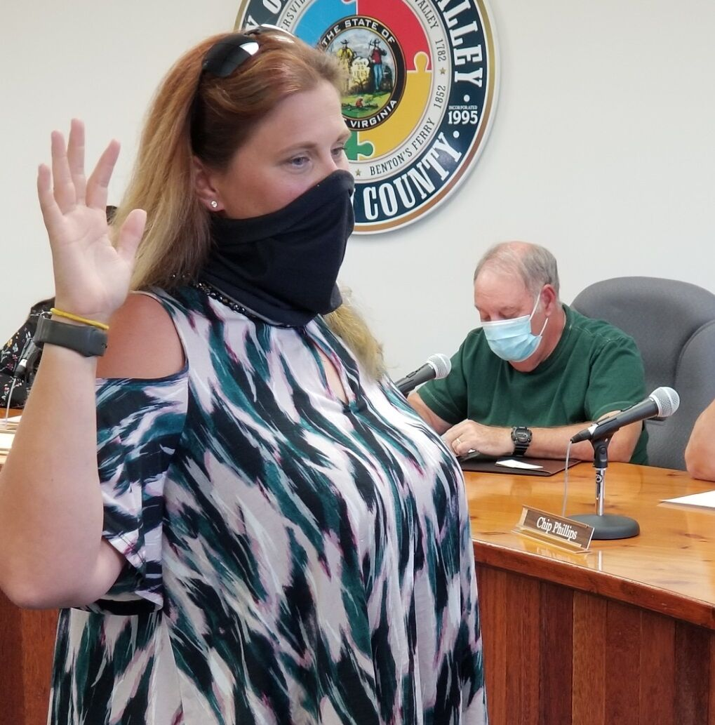 New mayor, council members take office in Pleasant Valley