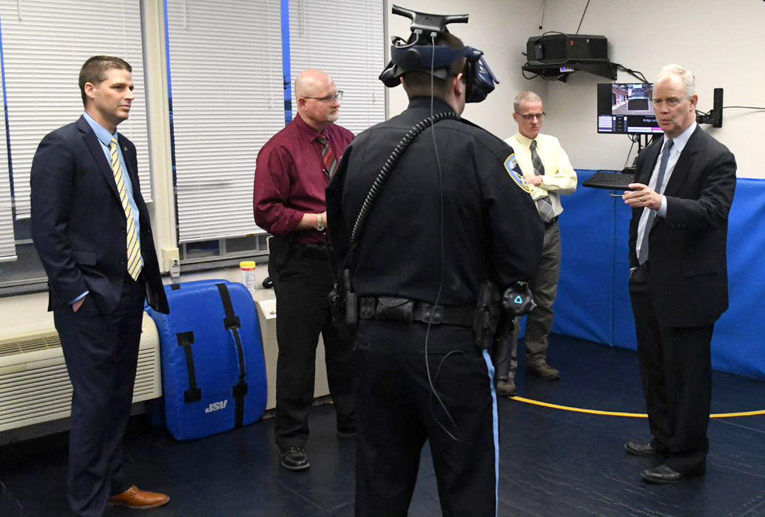 Owlett and Turzai check out the virtual reality program
