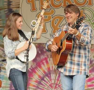 Father-Daughter duo open Laurel Concert Series