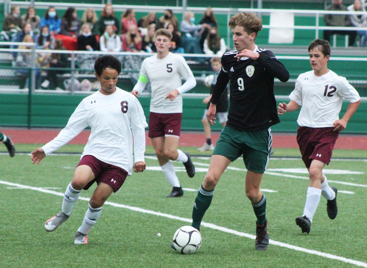 Will Poirier weaves through defense